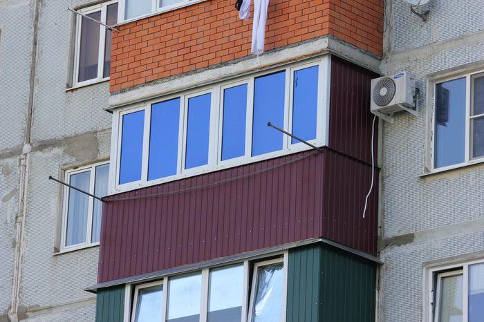 Остекление балконов и лоджий металлопластиковыми окнами.